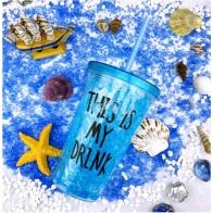 Ледяной стакан с трубочкой