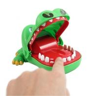 Зубастая игрушка Крокодил